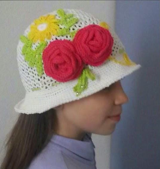 nuova versione negozio ufficiale completo nelle specifiche Penso a Me: Cappellino bimba 9/10 anni con rose
