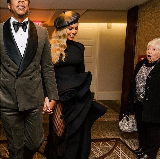 Womans-reaction-to-seeing-Beyoncé-and-Jay-Z-in-the-hallway