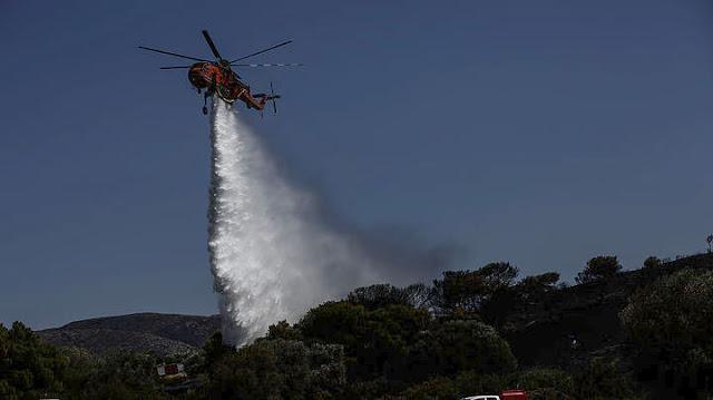 Κάηκαν σπίτια στον Κάλαμο - Στο νοσοκομείο ανώτατος αξιωματικός της Πυροσβεστικής