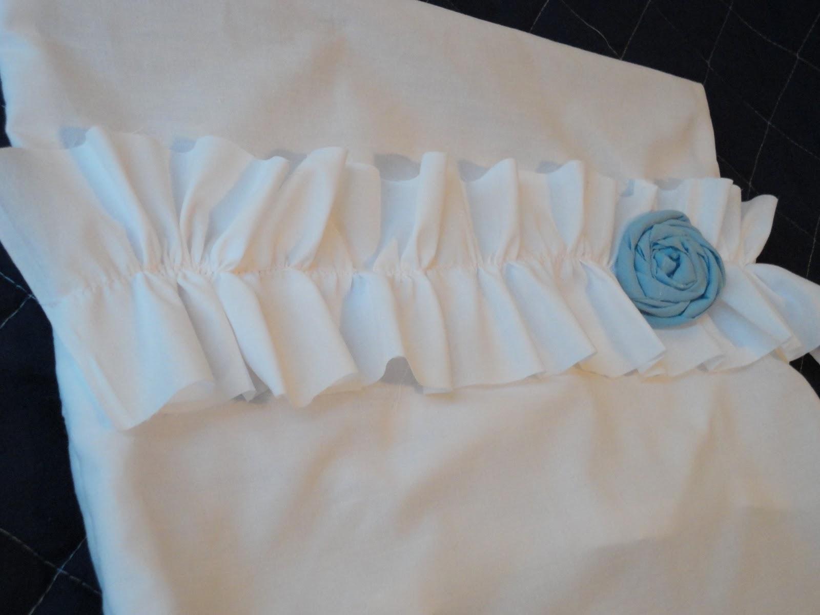 Ruffle Pillow | Occasionally Crafty: Ruffle Pillow