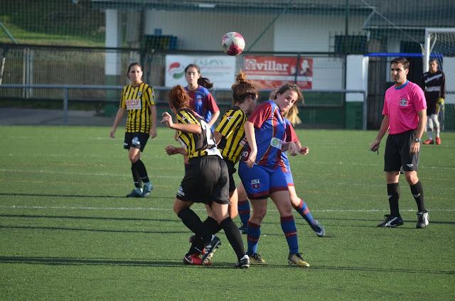 Partido en La Siebe del equipo femenino del Barakaldo Club de Fútbol