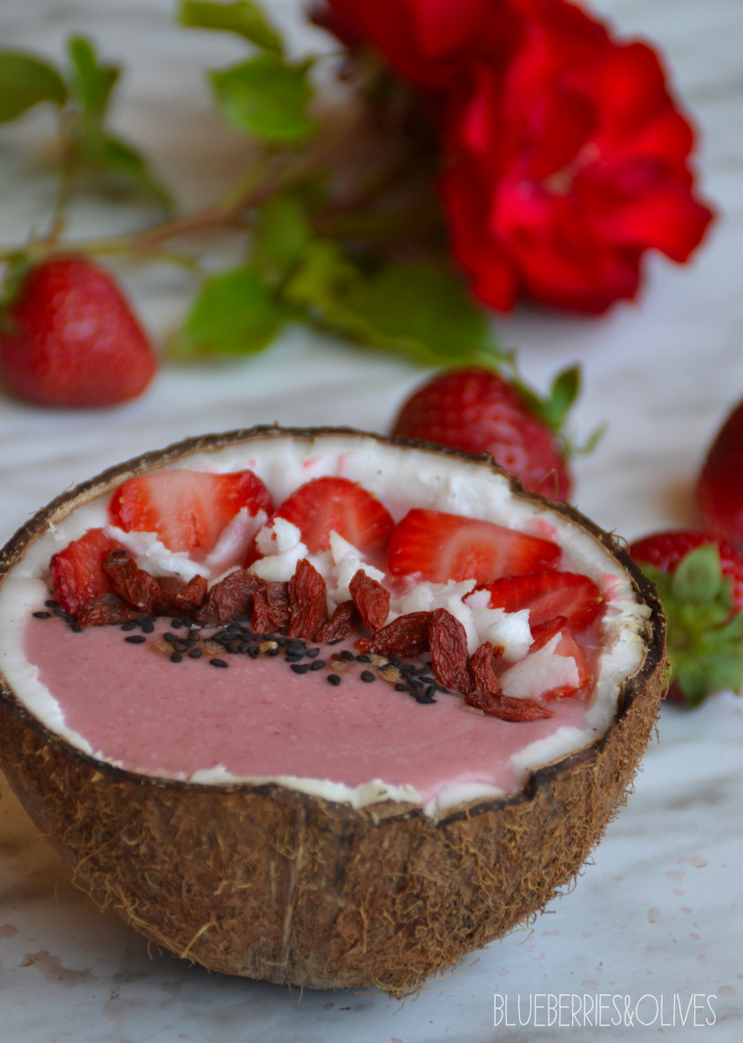 Smoothie bowl de fresas y coco 1