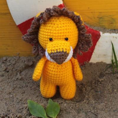 Вязаная игрушка лев амигуруми крючком