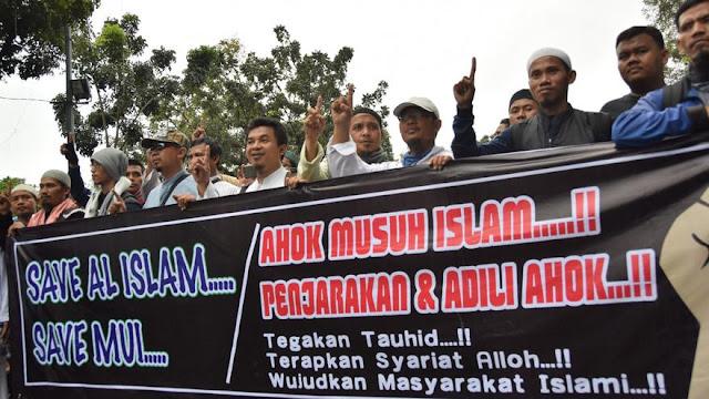 Hukum : Upaya Menghapus Pasal Penistaan Agama