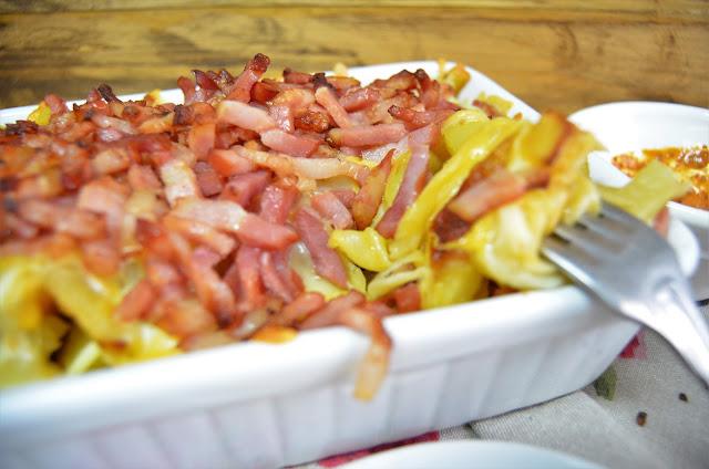 patatas con queso baicon y salsa de mojo, recetas con beicon, recetas con patatas fritas, recetas con queso, recetas con salsa de mojo, recetas de baicon, recetas de patatas fritas, recetas de queso, las delicias de mayte