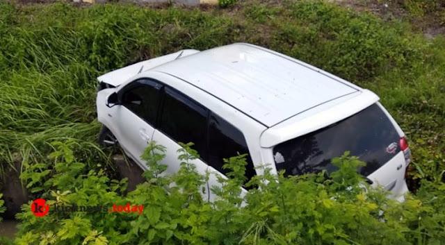 Mobil yang Ditumpangi Anggota Dewan dari Fraksi PDIP Nyungsep di Bypass Bandara Lombok