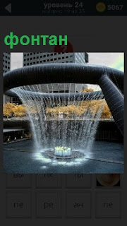 На площади напротив зданий размещен фонтан необычной формы в виде круга