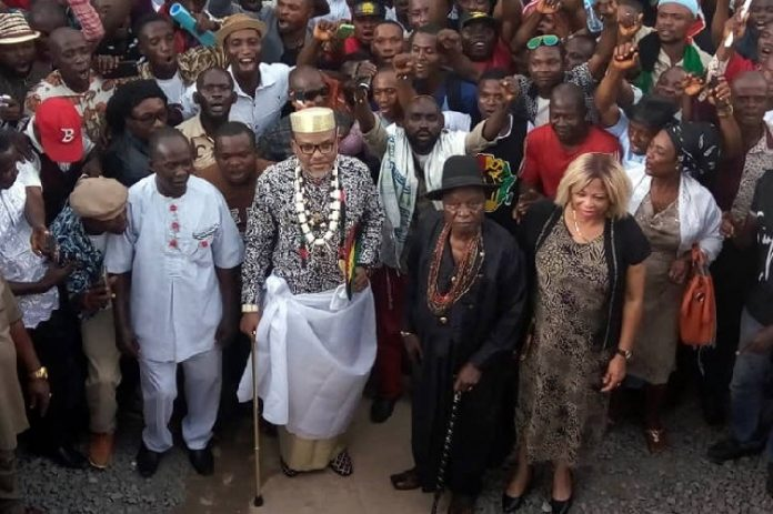 ipob members attack soldiers kanu father palace