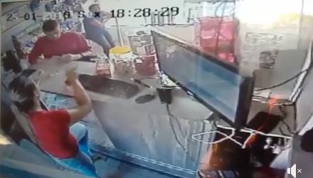 Pitanga: Câmeras de segurança registram assalto a um posto de gasolina na localidade Vila Nova