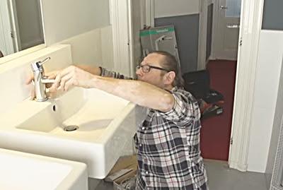 Cara Mengatasi Saluran Air Mampet, Wastafel, Keran, Toile, dan Shower