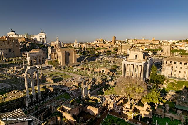 Foro Romano hacia la Colina Capitolina por El Guisante Verde Project