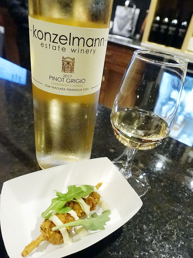 Konzelmann Lakefront Series Pinot Grigio 2017 (87 pts) with buttermilk brined fried chicken