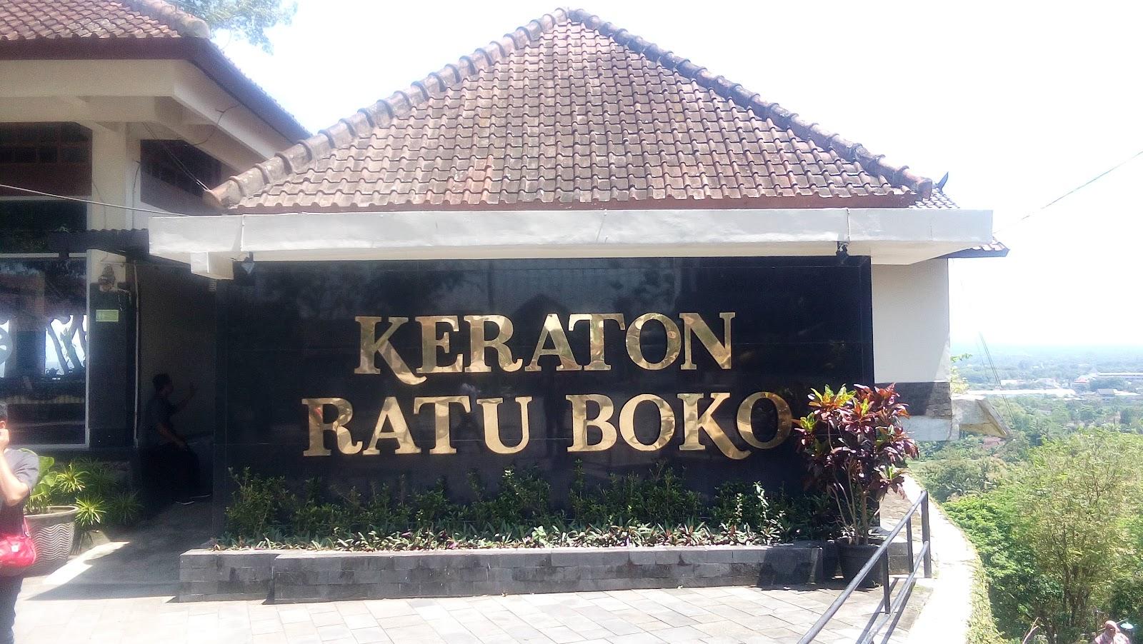 Memotret Panorama Alam di Atas Bukit Candi Ratu Boko