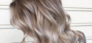 صبغ الشعر للون أشقر رمادي متوسط