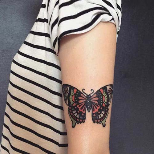 kadın üst kol kelebek dövmesi woman upper arm butterfly tattoo