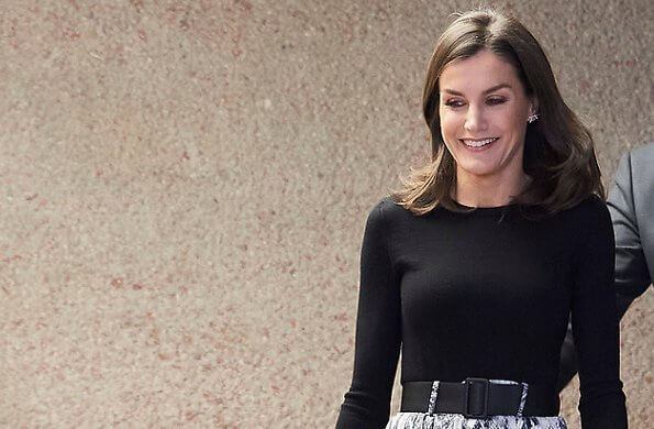 Queen Letizia wore a Falda snakeskin print midi skirt by Zara, which she had worn a few times in the past