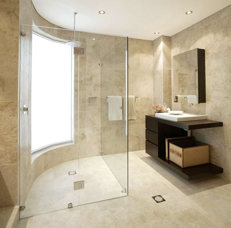 modern house: Marble bathrooms