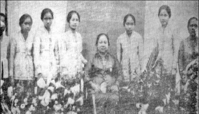 Dewi-Sartika-Pendiri-Sekolah-Wanita-Pertama-Indonesia