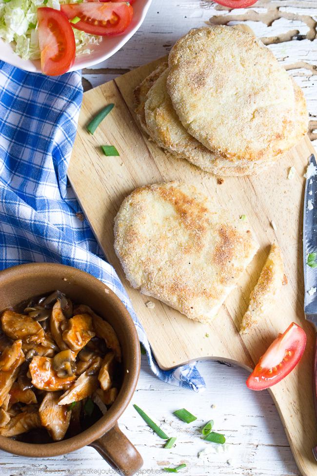 pieczone ziemniaczane kieszonki z kurczakiem i warzywami