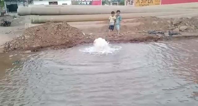सिया मैरिज गार्डन के पास फूटी सिंध की लाइन, हजारों गैलन पानी बर्बाद, VIDEO | SHIVPURI NEWS