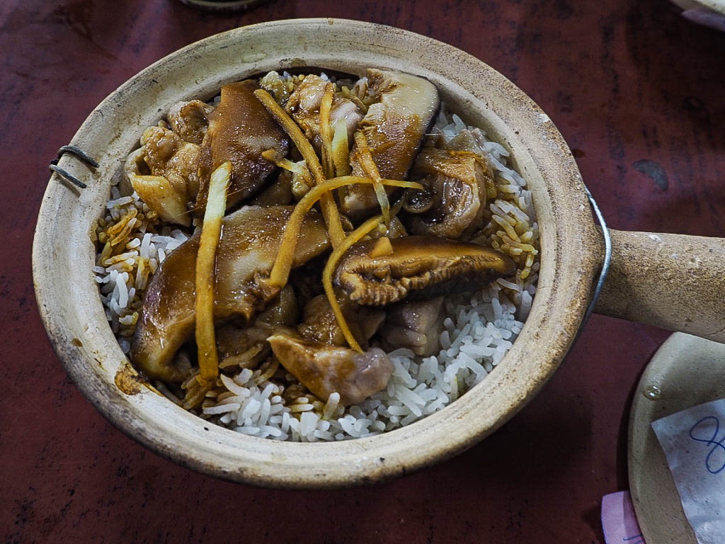 Chicken and mushroom claypot rice