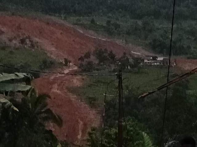 Longsor Landa Kampung Adat Sinaresmi Sukabumi, Puluhan Rumah Tertimbun