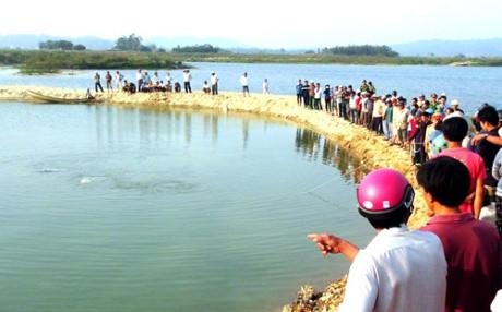 Quảng Ngãi Đi tắm thác 2 học sinh chết đuối thương tâm 