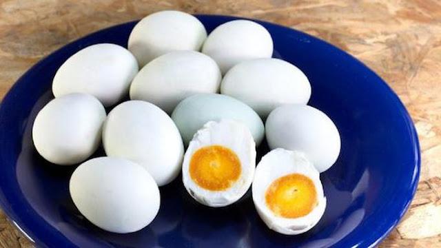 Cara Membuat Telur Asin Dengan Abu Gosok dan Batu Bata