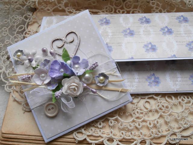 delikatna kompozycja kwiatowa na kopertce