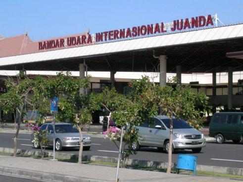 Travel di Bandara Juanda