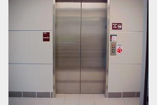 Εσείς ξέρετε γιατί τα ασανσέρ έχουν το κουμπί STOP;