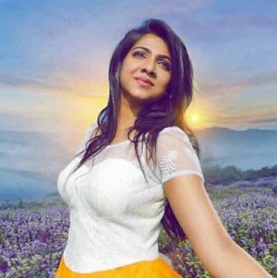Director K.V Anand Appreciated Madonna Sebastian in Kavan