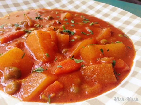 Яхния с картофи, грах и къри
