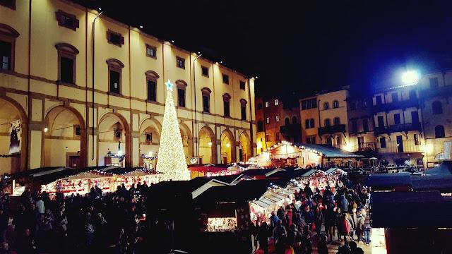 Ad arezzo mercatino tirolese e casa di babbo natale for Arezzo mercatino