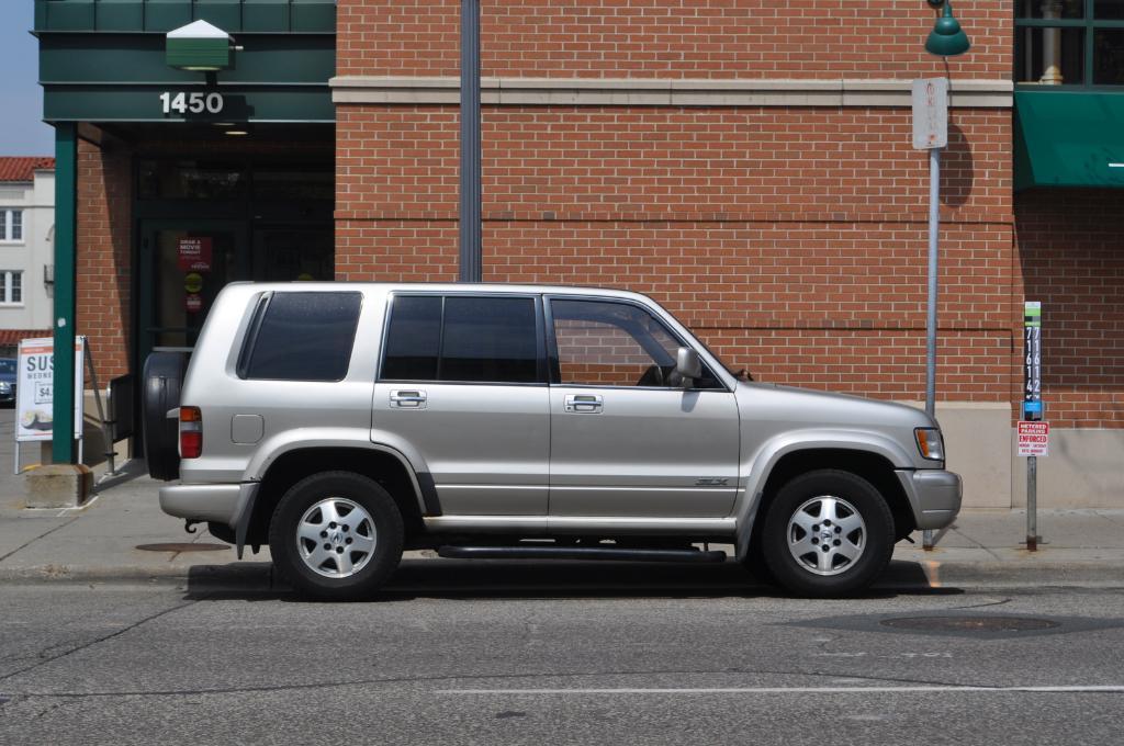 The Automotive Way: Minneapolis Street Sighting: Acura SLX