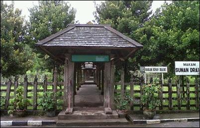 objek wisata Makam Sunan Derajat