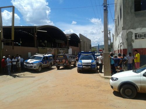 Resultado de imagem para Barreiras: POLÍCIA INVESTIGA MORTE DE SUPOSTO ASSALTANTE NO INTERIOR DE LOJA NO BAIRRO SANDRA REGINA