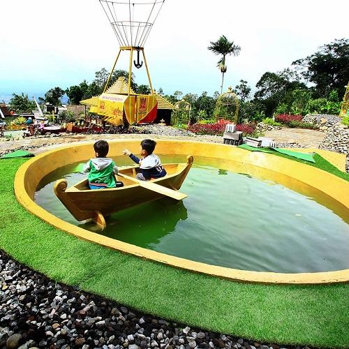 wahana perahu mini di king garden semarang