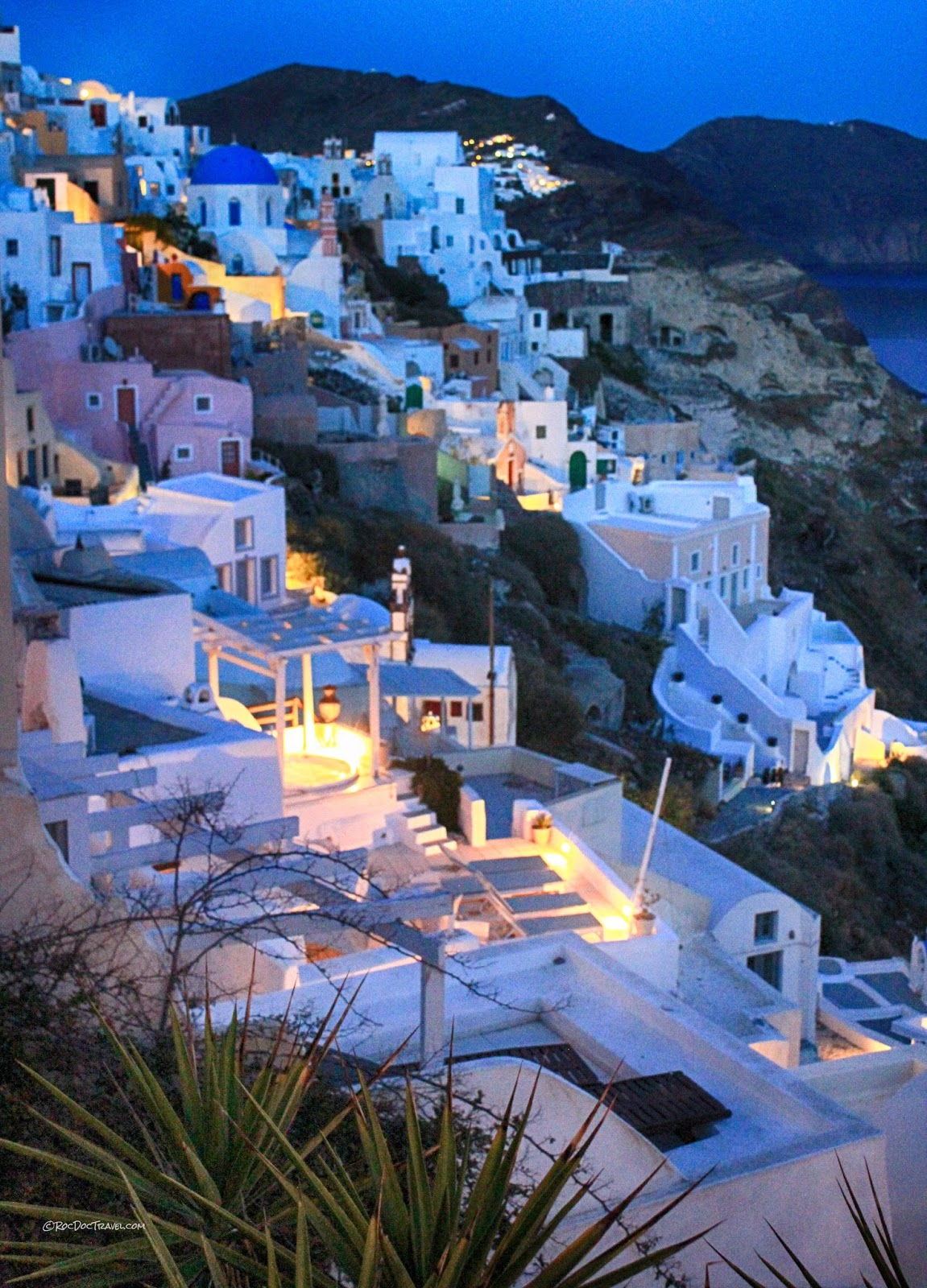Santorini Greece island volcano caldera Minoan eruption geology travel copyright rocdoctravel.com