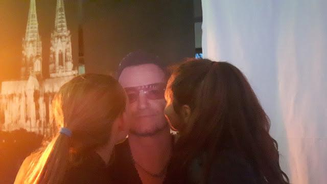 Bono Pappfigur als Partydekoration Rockstar Party