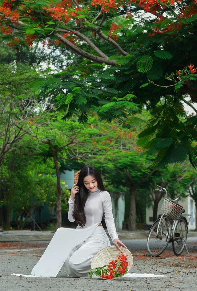 Quỳnh Trâm thướt tha trong tà áo trắng nữ sinh khi mùa phượng vĩ về -10