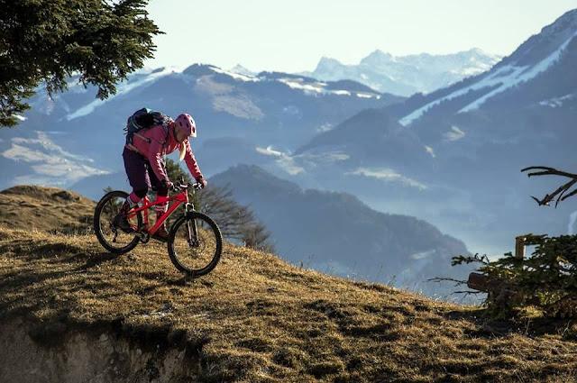 Hoffen auf Schnee in den Tiroler Skigebieten mtb
