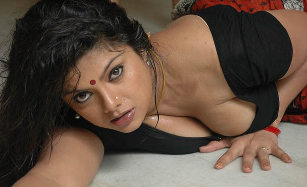 Swathi Varma hot navel wallpapers