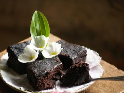 https://rebellinasanty.blogspot.co.id/2014/12/cake-coklat-kukus-tanpa-telur-mixer.html