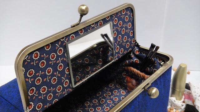 Персональный подарок женщине - винтажная шкатулка для украшений, настольная шкатулка для косметики. Подарок бабушке