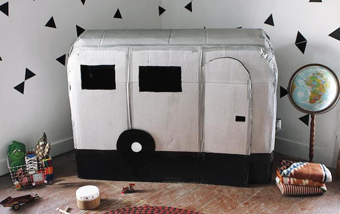 caravana juguete con cartón reciclado