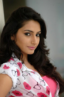 Ragini Dwivedi Profile Family Biography Age Biodata Husband Photos