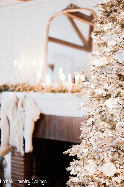 Holiday home-Living room Christmas tree