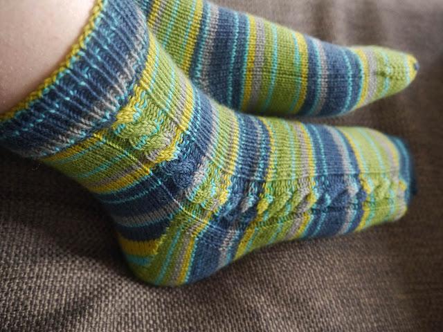 torsade sur chaussettes tricotées