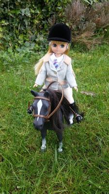 cheval et poupee lottie
